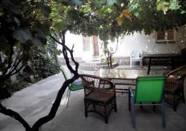 Снять Коттедж в Судаке - Территория дома  отдых в Судаке